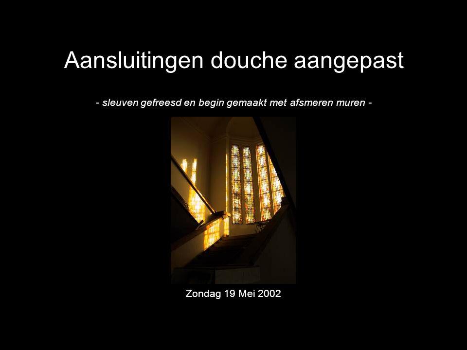Aansluitingen douche aangepast - sleuven gefreesd en begin gemaakt met afsmeren muren - Zondag 19 Mei 2002