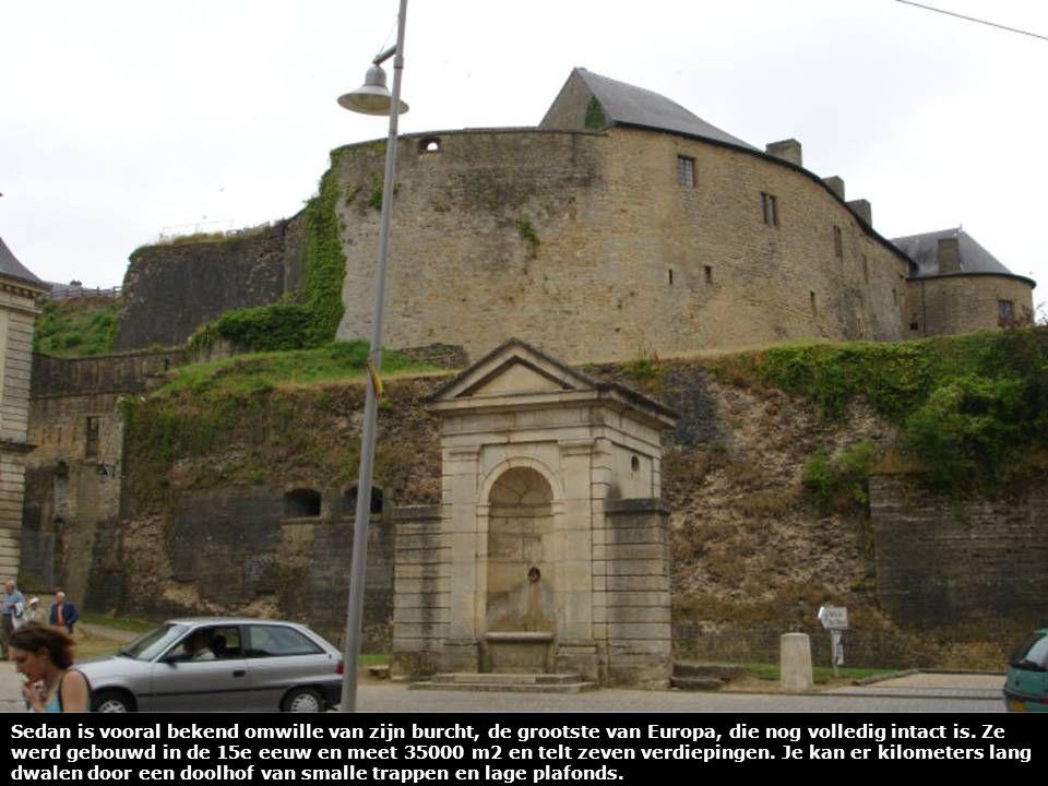 Bestemming bereikt – Aankomst aan het ''chateau fort de Sedan'' waar tevens ons hotel gevestigd is.