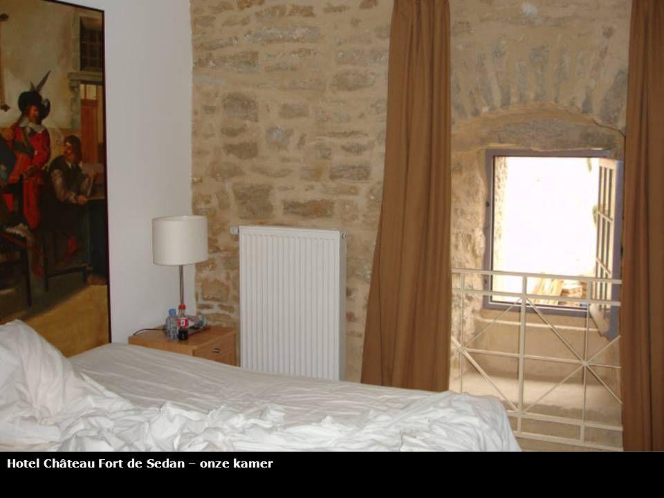 Sedan – Ingang van het hotel van het Château Fort van Sedan