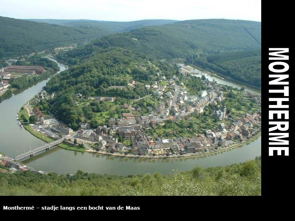 Monthermé – stadje langs een bocht van de Maas