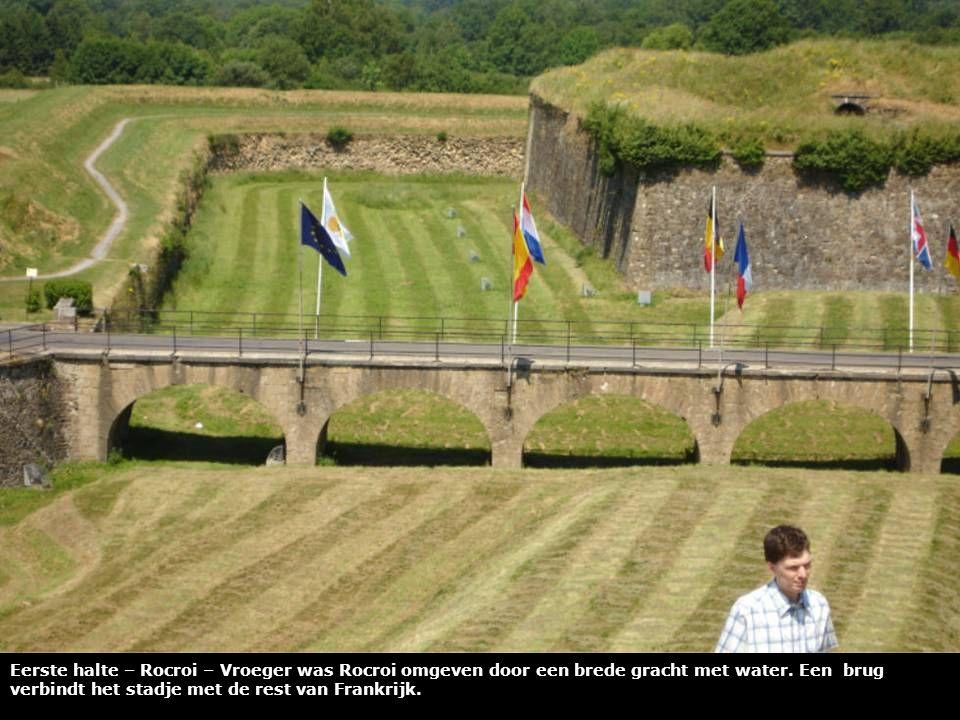 Eerste halte – Rocroi – Leen bij het monument ter nagedachtenis van de slachtoffers van de eerste wereldoorlog