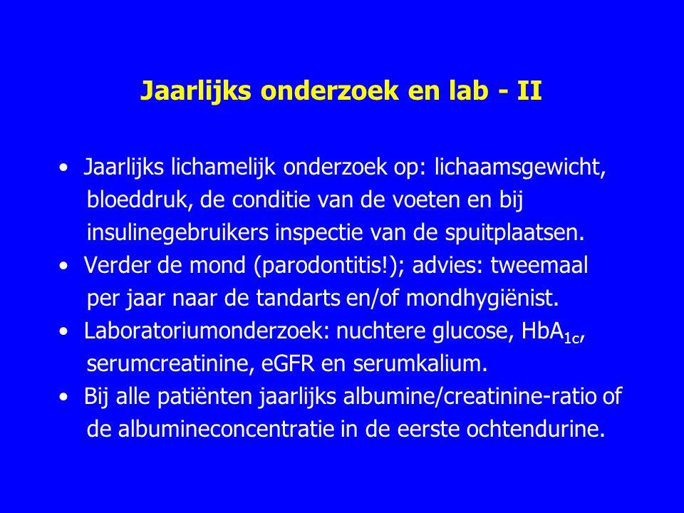 Jaarlijks onderzoek en lab - II Jaarlijks lichamelijk onderzoek op: lichaamsgewicht, bloeddruk, de conditie van de voeten en bij insulinegebruikers inspectie van de spuitplaatsen.