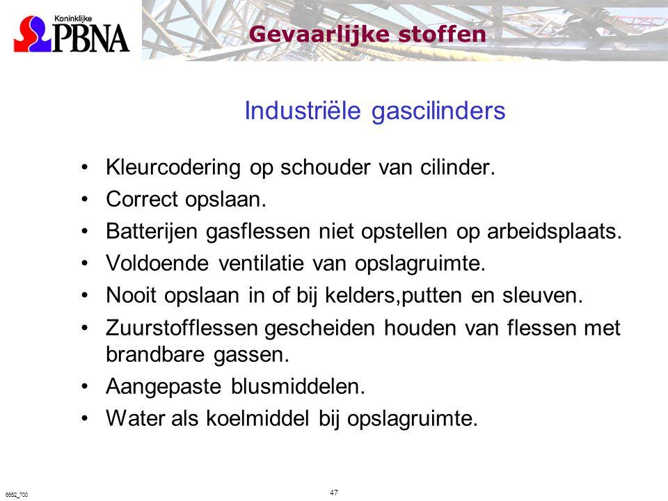 Industriële gascilinders Kleurcodering op schouder van cilinder. Correct opslaan. Batterijen gasflessen niet opstellen op arbeidsplaats. Voldoende ven