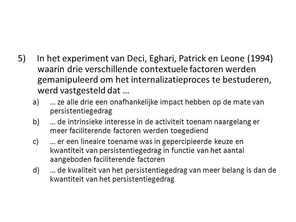5) In het experiment van Deci, Eghari, Patrick en Leone (1994) waarin drie verschillende contextuele factoren werden gemanipuleerd om het internalizat