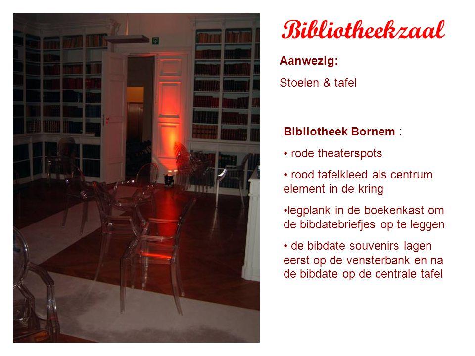 Aanwezig: Stoelen & tafel Bibliotheek Bornem : rode theaterspots rood tafelkleed als centrum element in de kring legplank in de boekenkast om de bibdatebriefjes op te leggen de bibdate souvenirs lagen eerst op de vensterbank en na de bibdate op de centrale tafel