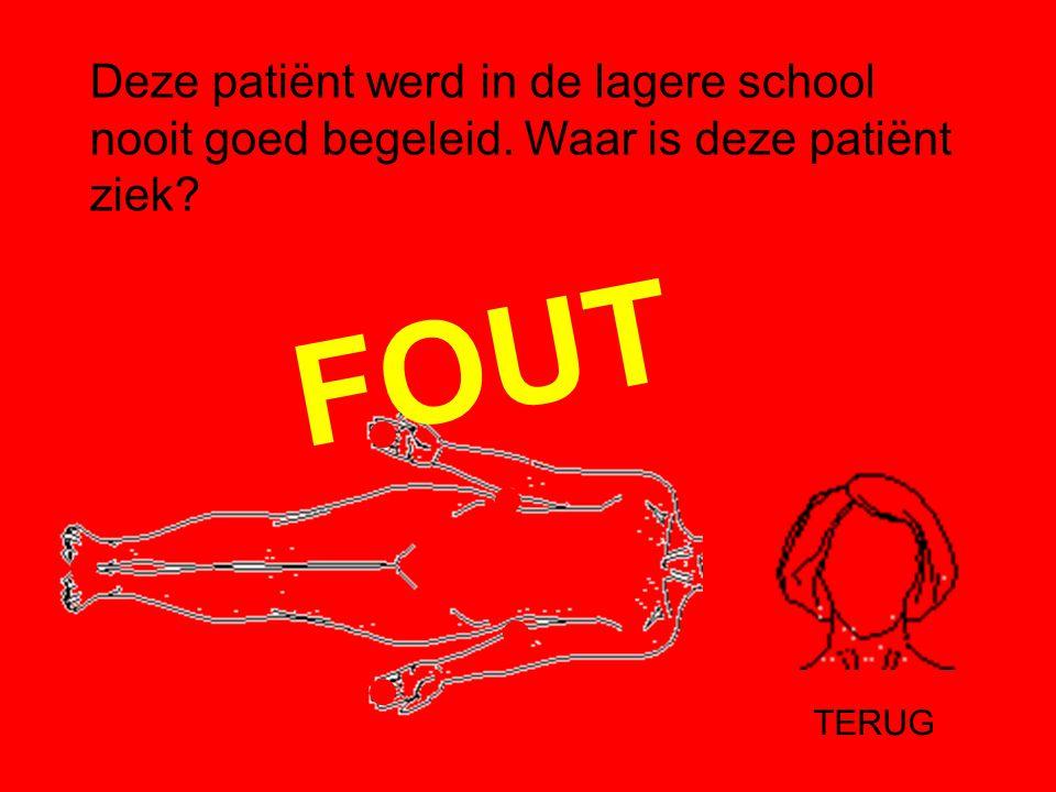 JUIST Pijnlijke ogen omdat de patiënt geen letters kan lezen.