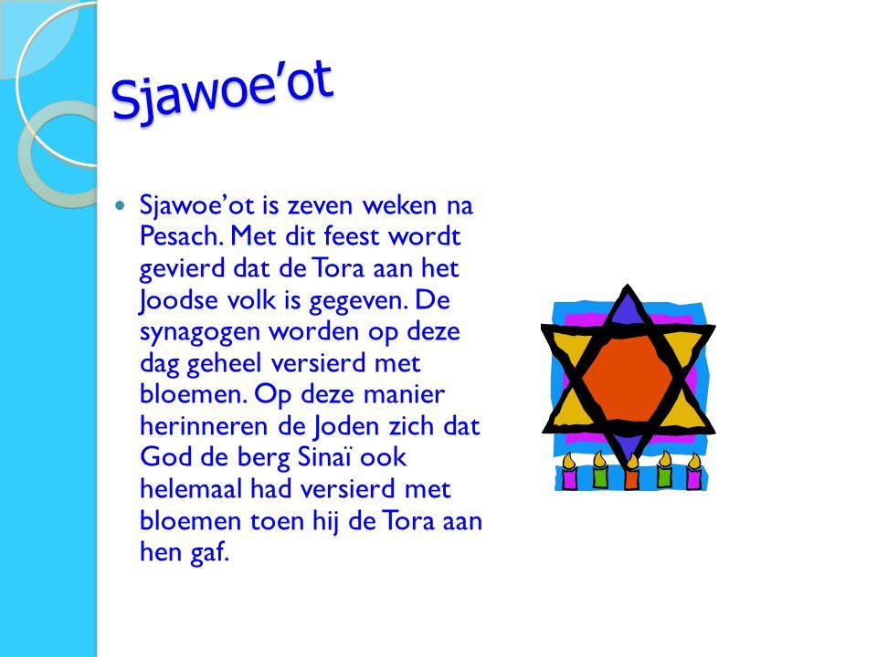 Sjawoe'ot Sjawoe'ot is zeven weken na Pesach. Met dit feest wordt gevierd dat de Tora aan het Joodse volk is gegeven. De synagogen worden op deze dag