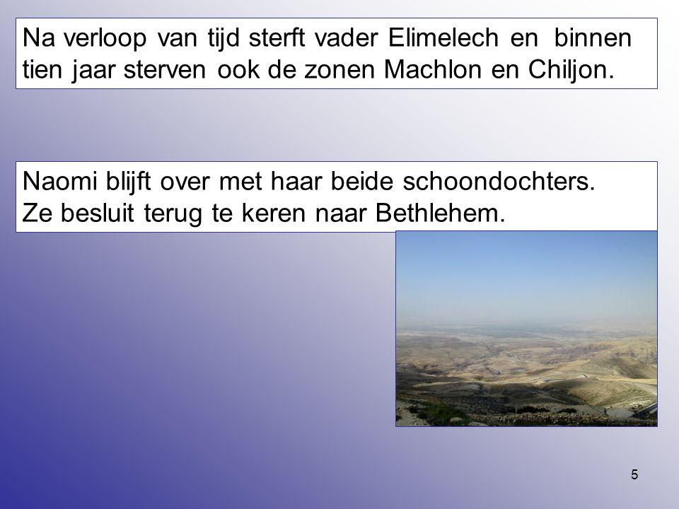 5 Na verloop van tijd sterft vader Elimelech en binnen tien jaar sterven ook de zonen Machlon en Chiljon. Naomi blijft over met haar beide schoondocht