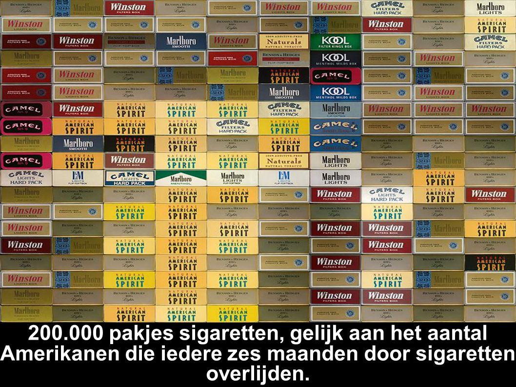 200.000 pakjes sigaretten, gelijk aan het aantal Amerikanen die iedere zes maanden door sigaretten overlijden.