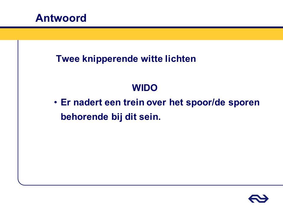 Antwoord Twee knipperende witte lichten WIDO Er nadert een trein over het spoor/de sporen behorende bij dit sein.