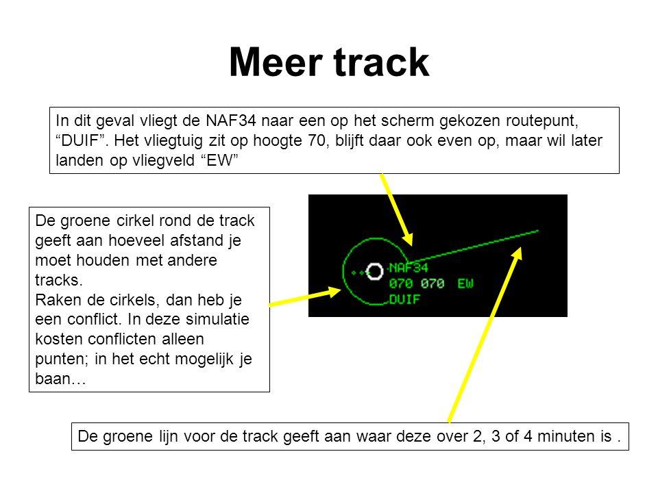 """De groene lijn voor de track geeft aan waar deze over 2, 3 of 4 minuten is. In dit geval vliegt de NAF34 naar een op het scherm gekozen routepunt, """"DU"""