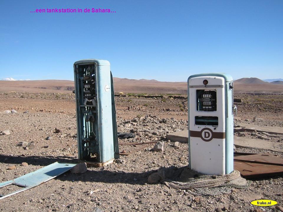 …een tankstation in de Sahara…