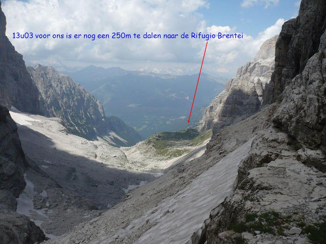 13u03 voor ons is er nog een 250m te dalen naar de Rifugio Brentei