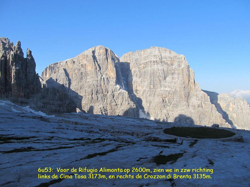 6u53: Voor de Rifugio Alimonta op 2600m, zien we in zzw richting links de Cima Tosa 3173m, en rechts de Crozzon di Brenta 3135m.