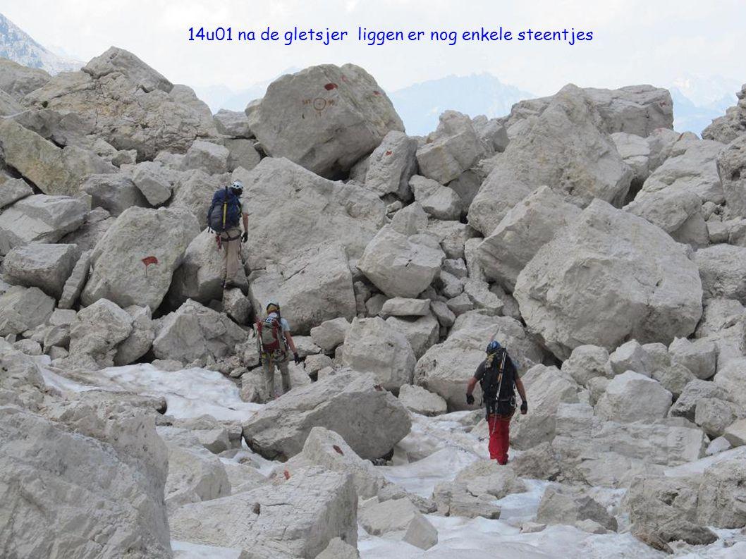 14u01 na de gletsjer liggen er nog enkele steentjes