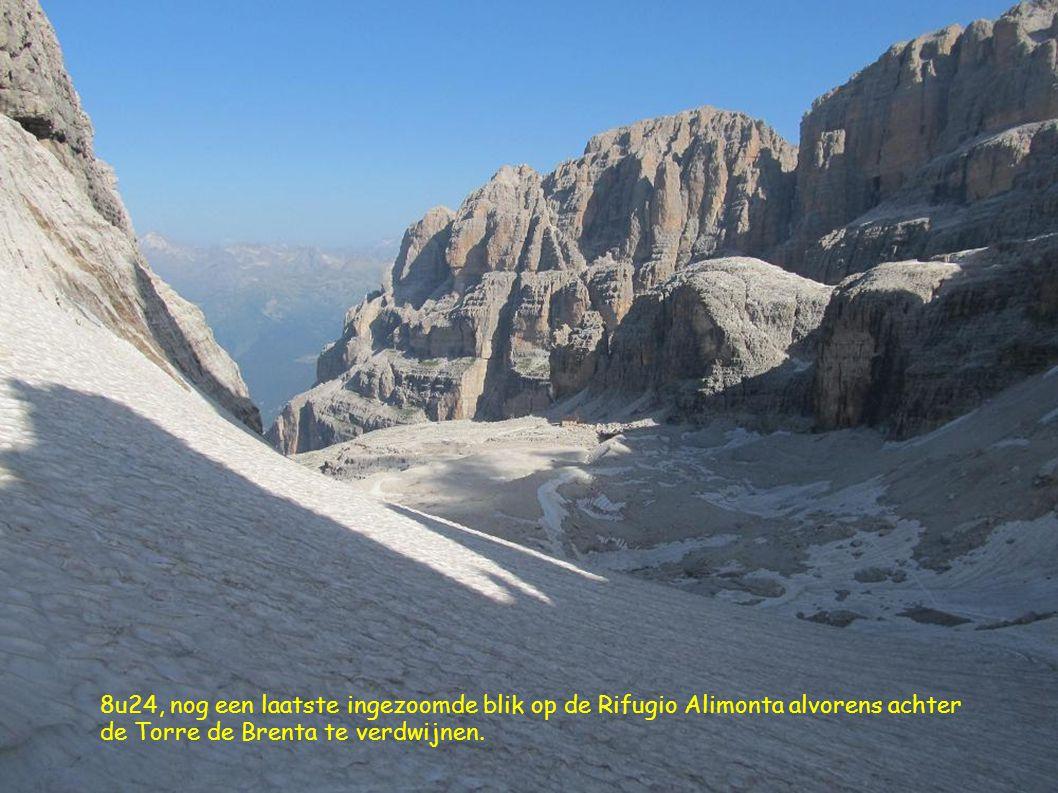 8u24, nog een laatste ingezoomde blik op de Rifugio Alimonta alvorens achter de Torre de Brenta te verdwijnen.