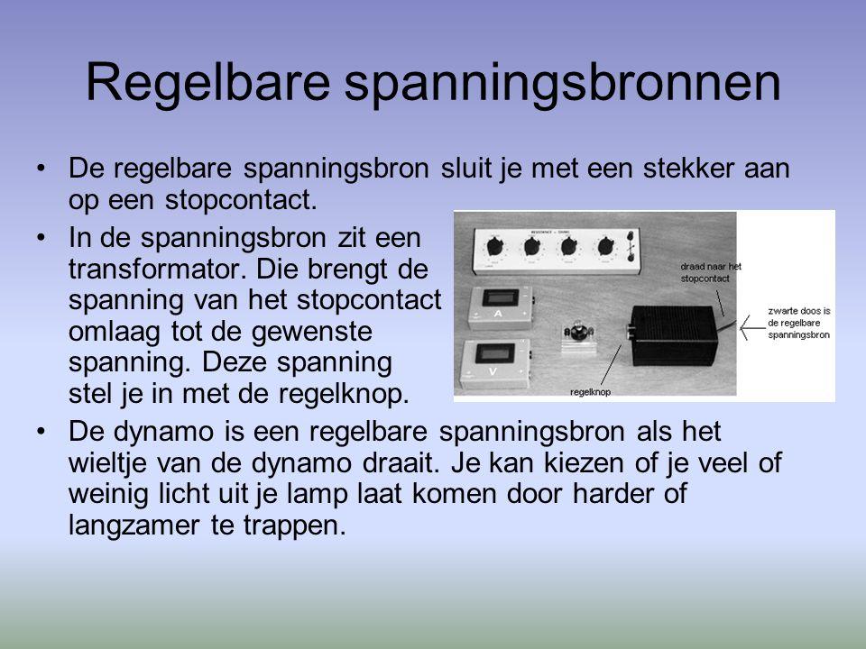 Regelbare spanningsbronnen De regelbare spanningsbron sluit je met een stekker aan op een stopcontact.