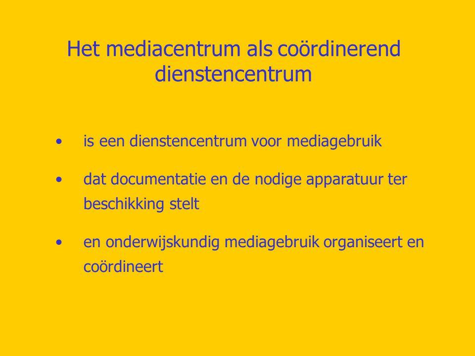 Het mediacentrum als coördinerend dienstencentrum is een dienstencentrum voor mediagebruik dat documentatie en de nodige apparatuur ter beschikking stelt en onderwijskundig mediagebruik organiseert en coördineert