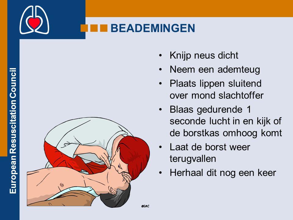 European Resuscitation Council BEADEMINGEN Knijp neus dicht Neem een ademteug Plaats lippen sluitend over mond slachtoffer Blaas gedurende 1 seconde lucht in en kijk of de borstkas omhoog komt Laat de borst weer terugvallen Herhaal dit nog een keer