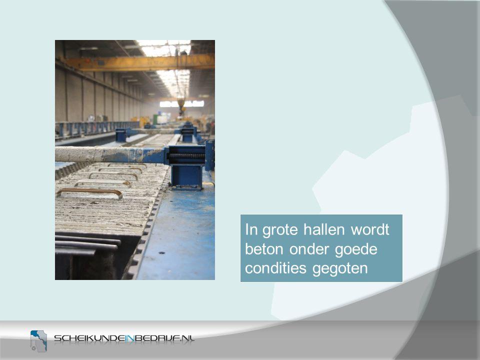 In grote hallen wordt beton onder goede condities gegoten