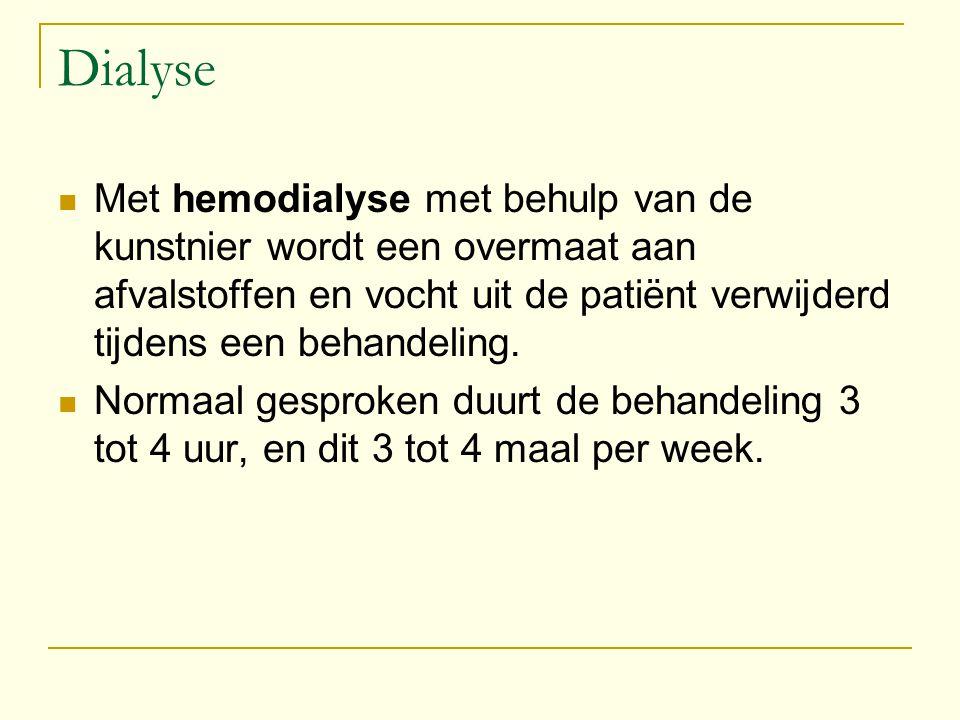 Dialyse Met hemodialyse met behulp van de kunstnier wordt een overmaat aan afvalstoffen en vocht uit de patiënt verwijderd tijdens een behandeling. No