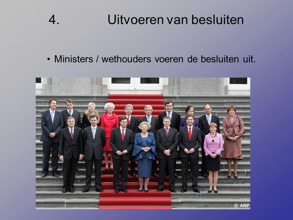 4.Uitvoeren van besluiten Ministers / wethouders voeren de besluiten uit.