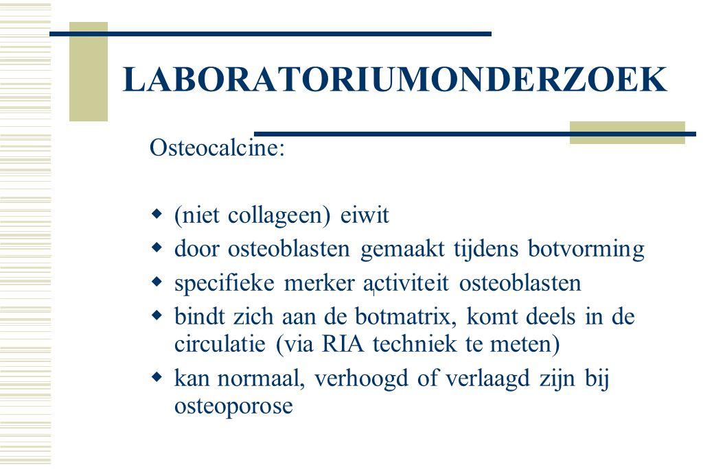 LABORATORIUMONDERZOEK Osteocalcine:  (niet collageen) eiwit  door osteoblasten gemaakt tijdens botvorming  specifieke merker activiteit osteoblasten  bindt zich aan de botmatrix, komt deels in de circulatie (via RIA techniek te meten)  kan normaal, verhoogd of verlaagd zijn bij osteoporose