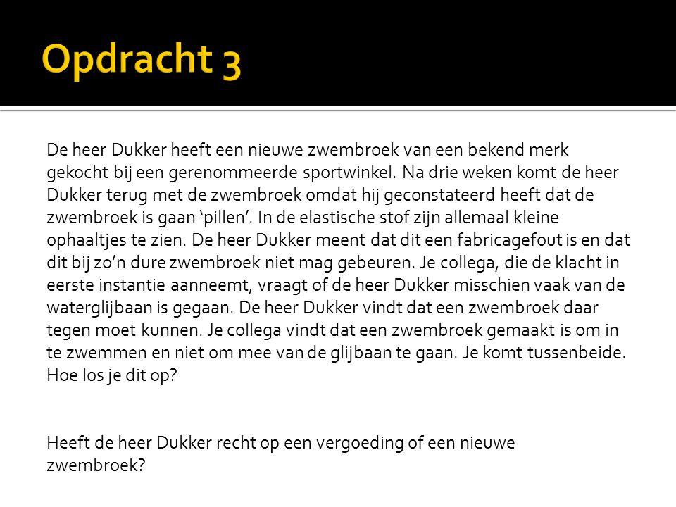 De heer Dukker heeft een nieuwe zwembroek van een bekend merk gekocht bij een gerenommeerde sportwinkel.