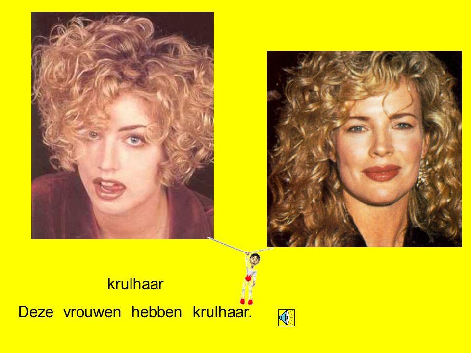 blond Deze vrouwen hebben blond haar.