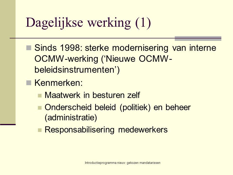 Introductieprogramma nieuw gekozen mandatarissen Dagelijkse werking (1) Sinds 1998: sterke modernisering van interne OCMW-werking ('Nieuwe OCMW- beleidsinstrumenten') Kenmerken: Maatwerk in besturen zelf Onderscheid beleid (politiek) en beheer (administratie) Responsabilisering medewerkers