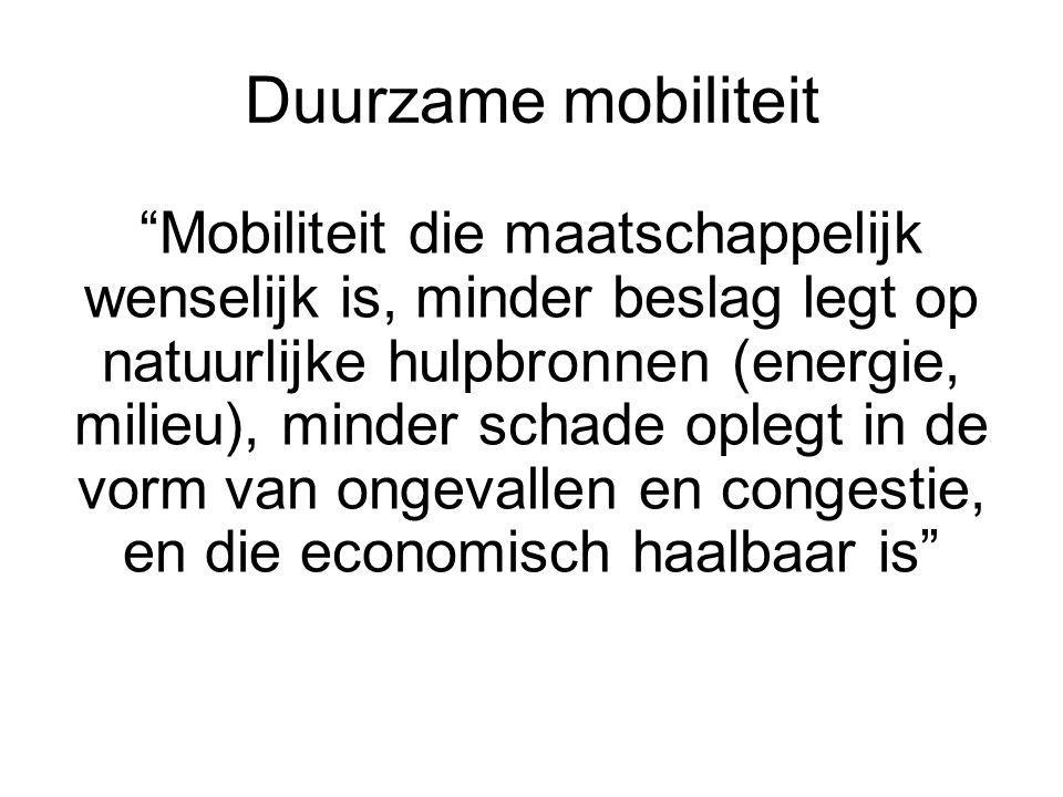 Overzicht Inleiding: duurzame mobiliteit en de externe kosten van vervoer Beleid ten aanzien van externe kosten –Algemene principes –Maatregelen op korte termijn –Maatregelen op lange termijn: implementatie en maatschappelijke aanvaardbaarheid Problemen inherent aan de besluitvorming Conclusies
