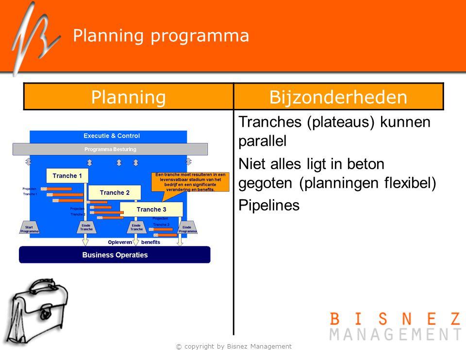 © copyright by Bisnez Management PlanningBijzonderheden Tranches (plateaus) kunnen parallel Niet alles ligt in beton gegoten (planningen flexibel) Pip