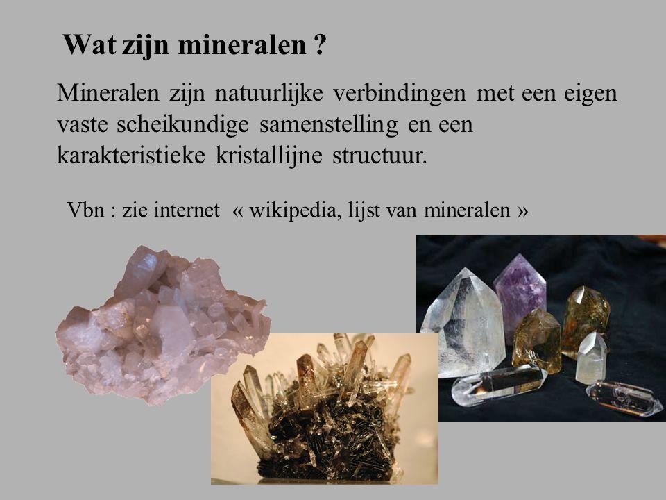 Kristallijne roosteropbouw van mineralen Dat wil zeggen dat zij bestaan uit een regelmatige opstapeling van hun bouwstenen (atomen).