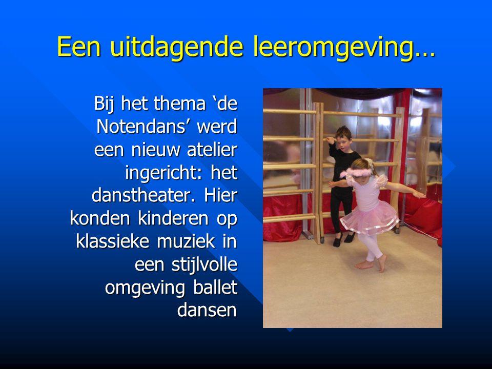 Een uitdagende leeromgeving… Bij het thema 'de Notendans' werd een nieuw atelier ingericht: het danstheater. Hier konden kinderen op klassieke muziek