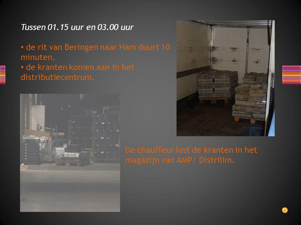 De chauffeur lost de kranten in het magazijn van AMP/ Distrilim.