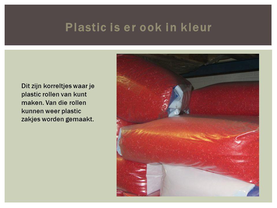 Plastic is er ook in kleur Dit zijn korreltjes waar je plastic rollen van kunt maken.