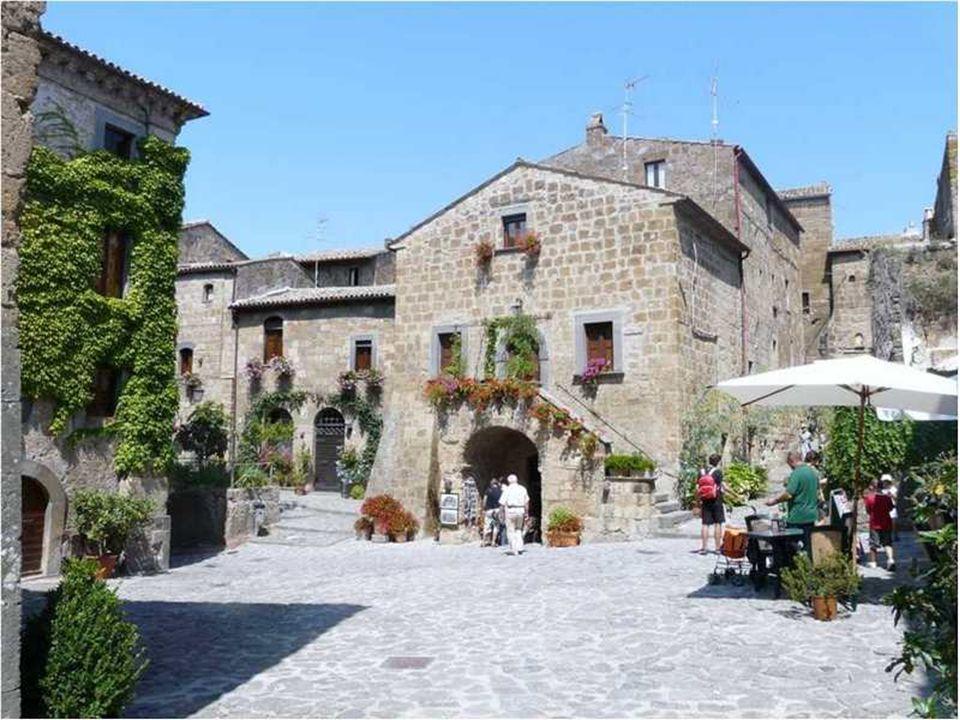 SIENA Beroemd voor haar artistiek patrimonium heeft deze stad haar gezicht van de 13e en 14e eeuw bewaard.