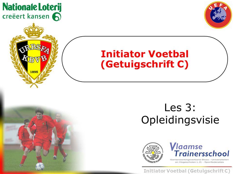 Initiator Voetbal (Getuigschrift C) 11-11 Inhoudelijke bepaling volgens het voetbalontwikkelingsmodel BASICS TEAMTACTICS FYSIEK MENTAAL Leren is cumulatief 8-8 5-5 2-2
