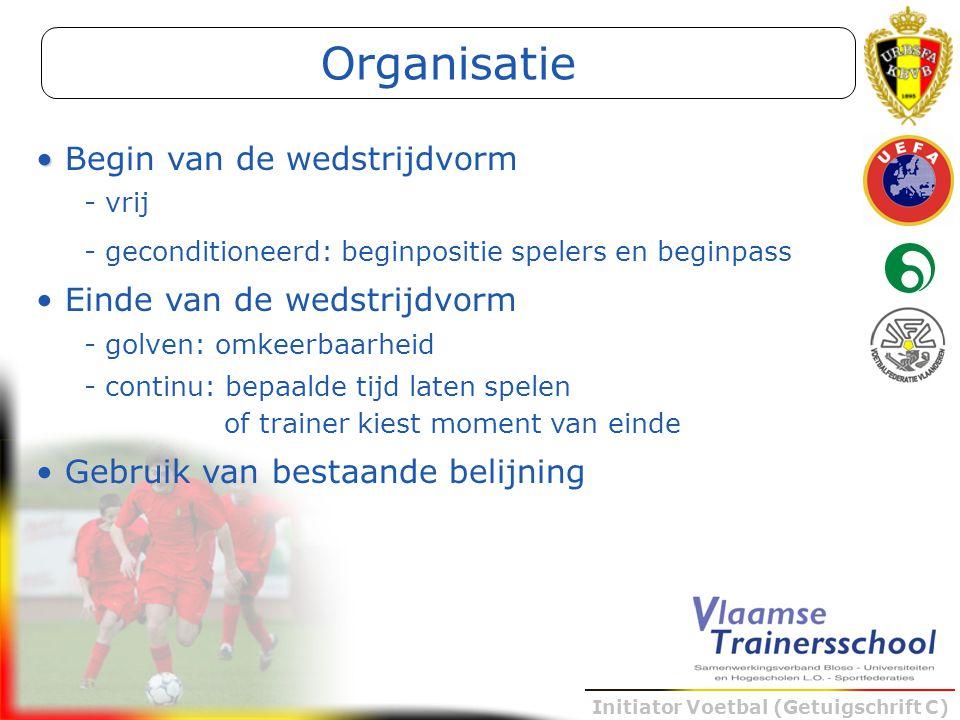 Initiator Voetbal (Getuigschrift C) Begin van de wedstrijdvorm - vrij - geconditioneerd: beginpositie spelers en beginpass Einde van de wedstrijdvorm