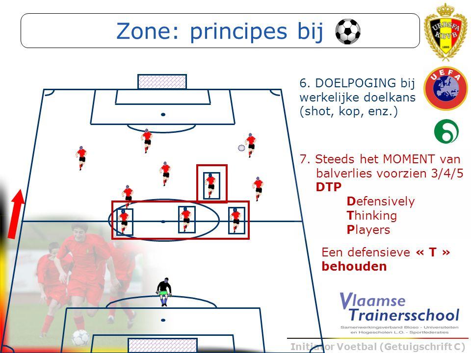 Initiator Voetbal (Getuigschrift C) Een defensieve « T » behouden Zone: principes bij 7. Steeds het MOMENT van balverlies voorzien 3/4/5 DTP Defensive