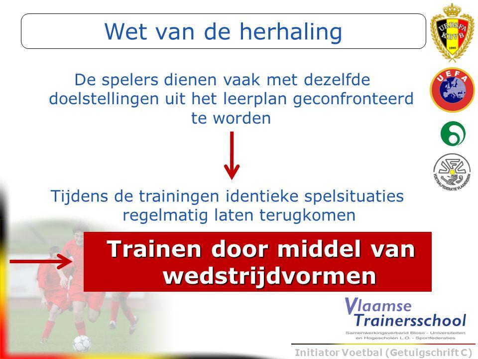 Initiator Voetbal (Getuigschrift C) De spelers dienen vaak met dezelfde doelstellingen uit het leerplan geconfronteerd te worden Tijdens de trainingen