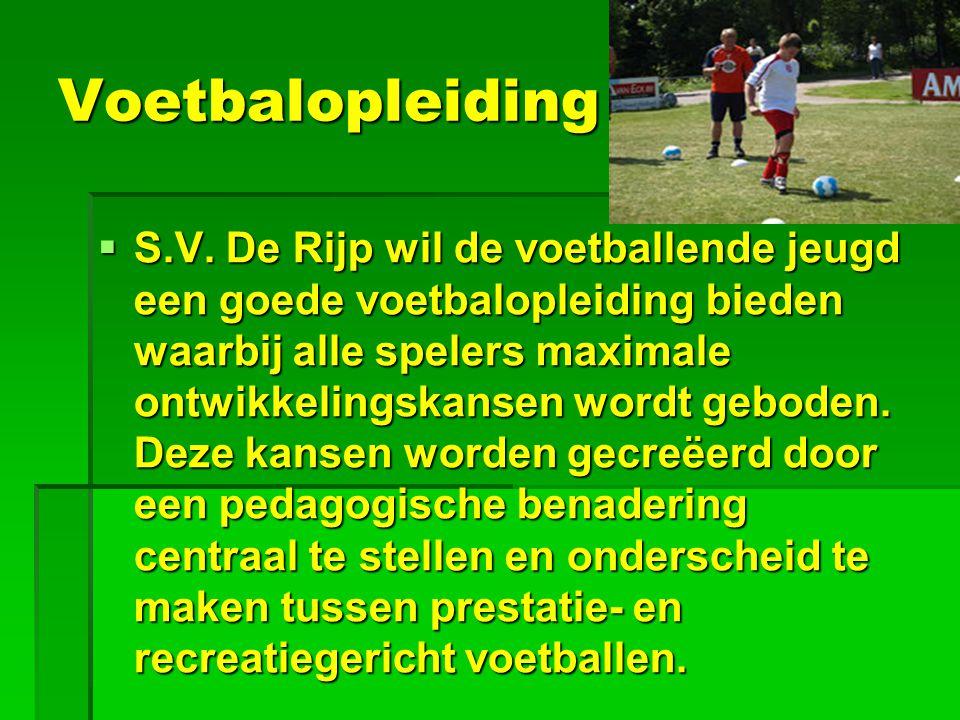 Voetbalopleiding  S.V. De Rijp wil de voetballende jeugd een goede voetbalopleiding bieden waarbij alle spelers maximale ontwikkelingskansen wordt ge