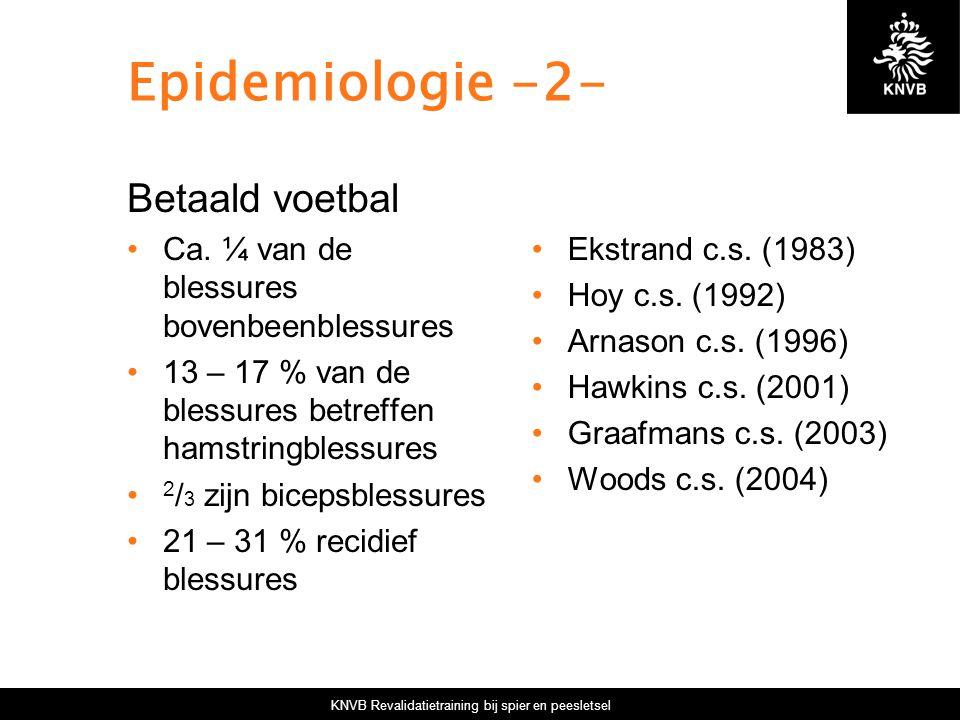 KNVB Revalidatietraining bij spier en peesletsel Epidemiologie -2- Betaald voetbal Ca. ¼ van de blessures bovenbeenblessures 13 – 17 % van de blessure