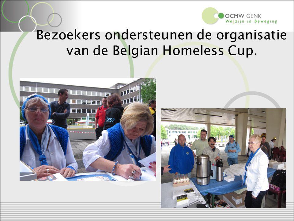 Bezoekers ondersteunen de organisatie van de Belgian Homeless Cup.