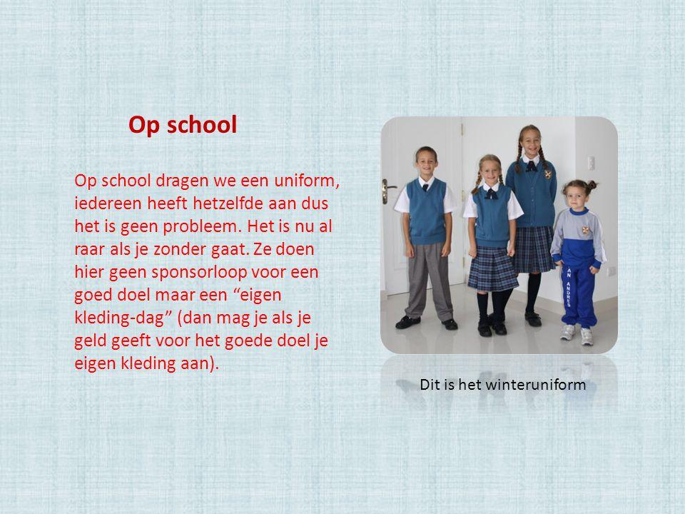 Op school dragen we een uniform, iedereen heeft hetzelfde aan dus het is geen probleem. Het is nu al raar als je zonder gaat. Ze doen hier geen sponso