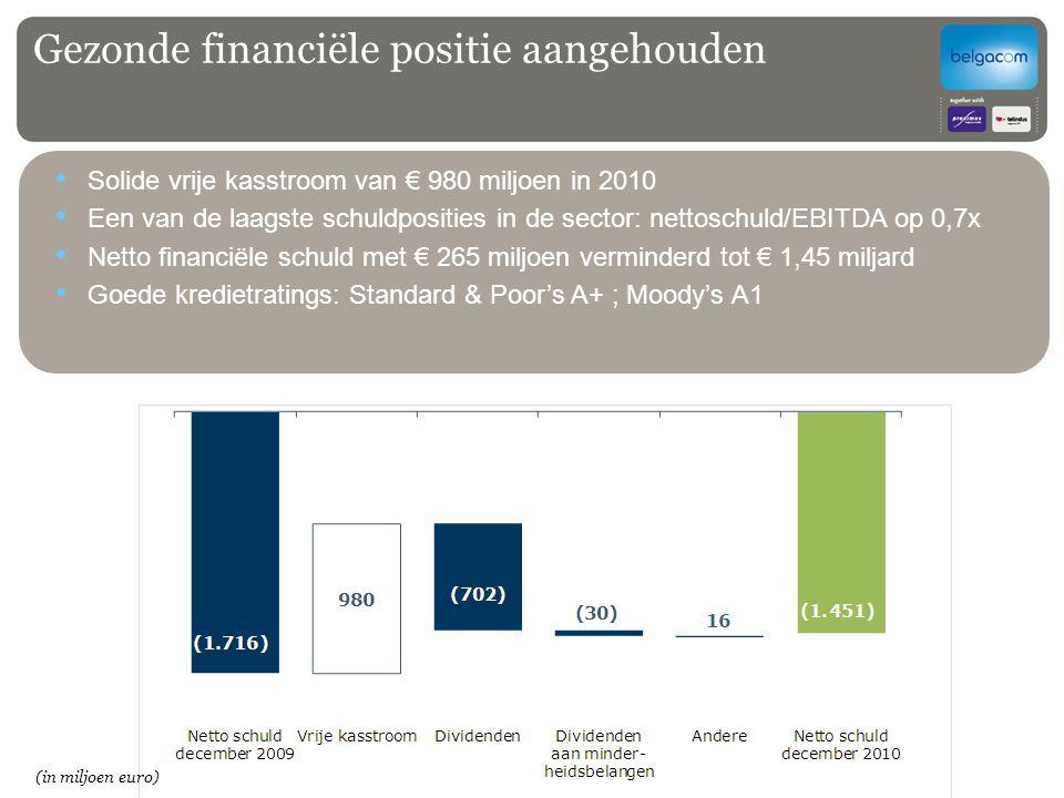 Gezonde financiële positie aangehouden Solide vrije kasstroom van € 980 miljoen in 2010 Een van de laagste schuldposities in de sector: nettoschuld/EB