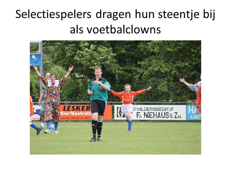 Selectiespelers dragen hun steentje bij als voetbalclowns