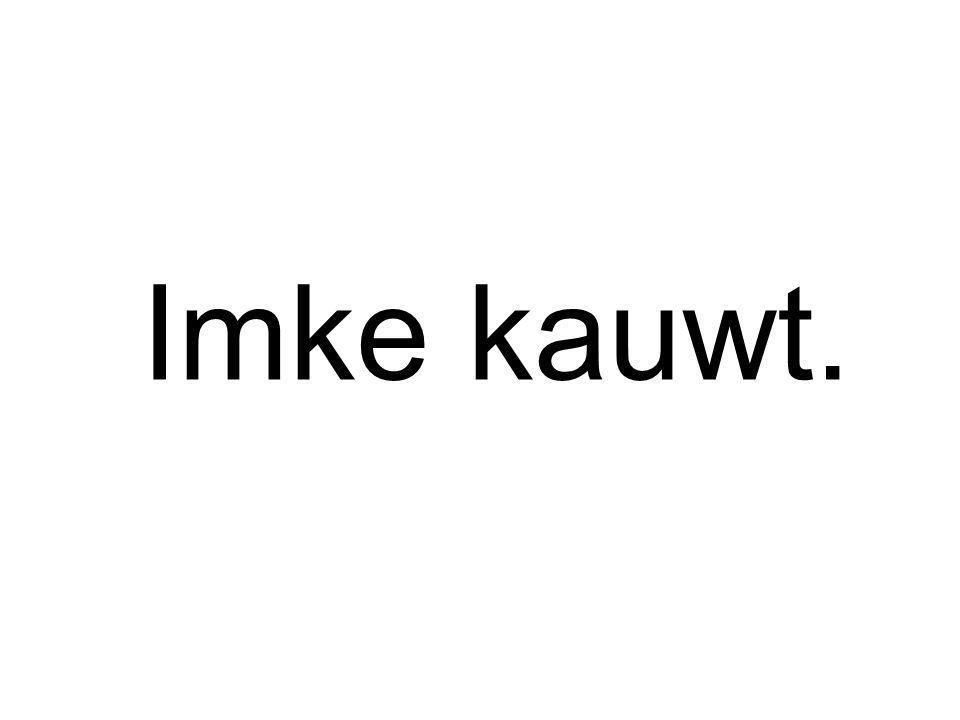 Imke kauwt.
