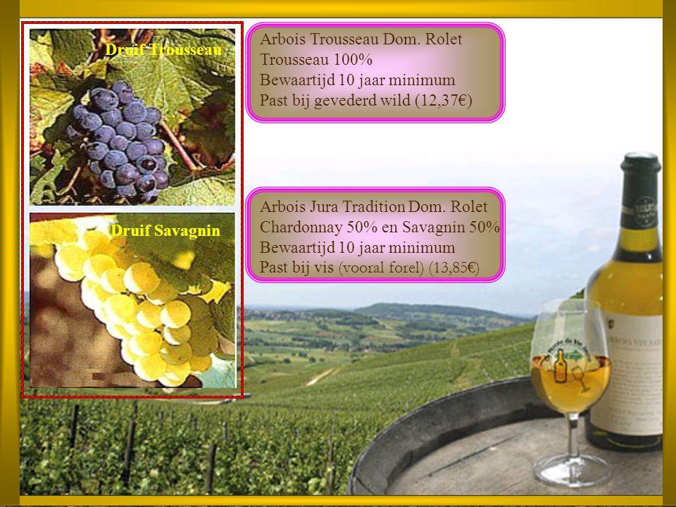 De bruingele Dom. Rolet Vin de Paille is gemaakt van zeer rijpe savagnin-, chardonnay- en poulsarddruiven, die lange tijd op stro ('paille') op een wi