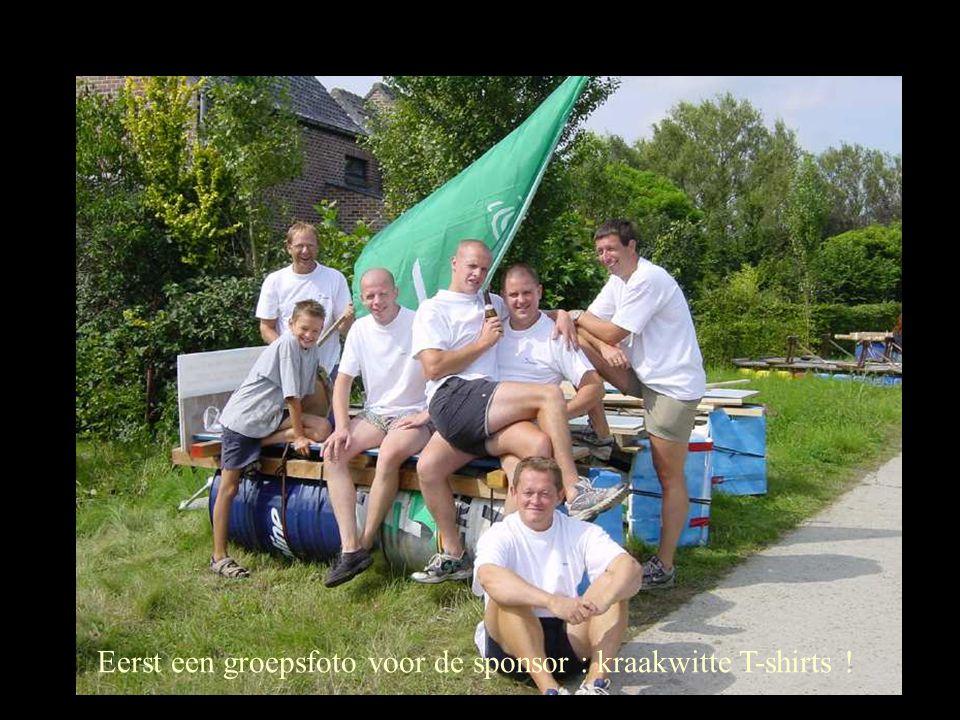 Eerst een groepsfoto voor de sponsor : kraakwitte T-shirts !